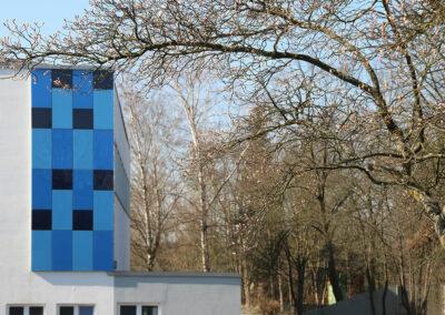 Hallenbad Fassade blau