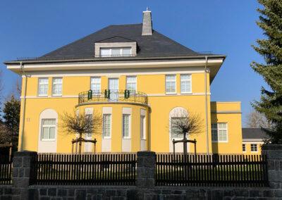 Rosen Villa gelb