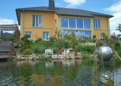 Villa mit Teich