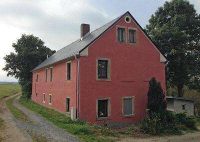 Rotes Haus im Nirgendwo
